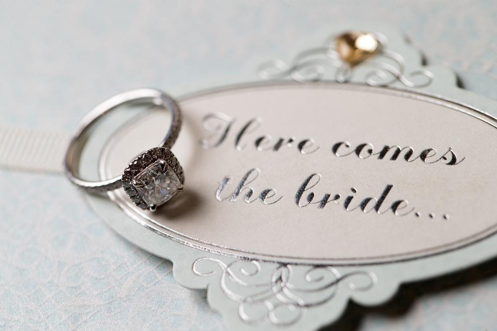 婚約指輪にダイヤモンドが用いられることが多い理由とは?